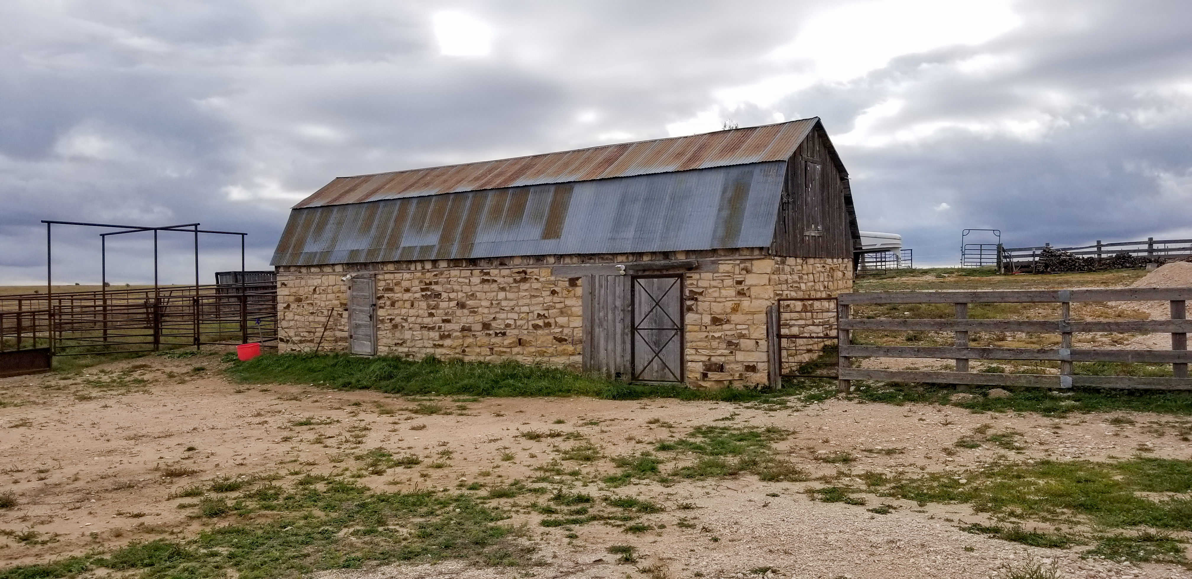 picture of a barn